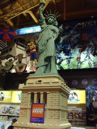 Toys 'R' Us Times Square: Lego Lady Liberty