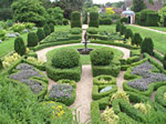Saffron Walden, UK: Bridge End Garden - the Dutch Garden