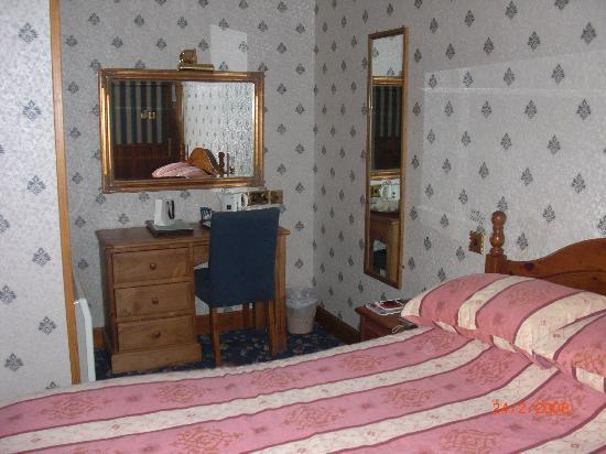 The Orkney Hotel: bedroom