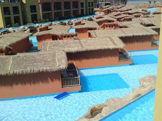 Titanic Beach Spa & Aqua Park: Bungalows in the hotel