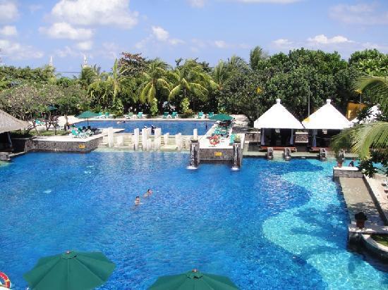 Hard Rock Hotel Bali: part of the swimming pool