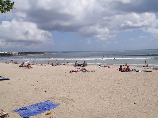 Hard Rock Hotel Bali: the beach is right in front of the hotel!