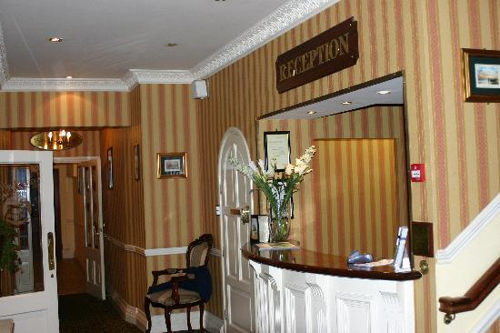 Lansdowne Arms Hotel: Reception Area