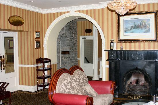 Lansdowne Arms Hotel: Lobby