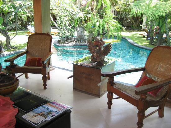 Villa Des Indes: Pool & Joglo