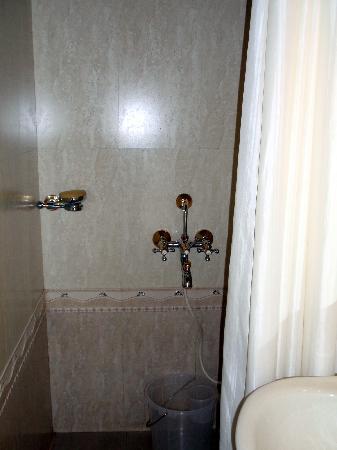 كوماراكوم ليك ريزورت: salle de bain