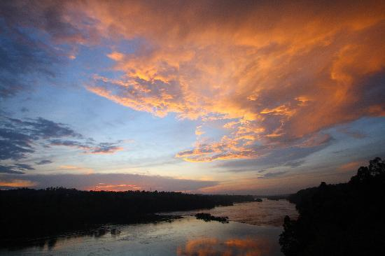 Jinja Nile Resort: Sunset over the Nile from the grounds