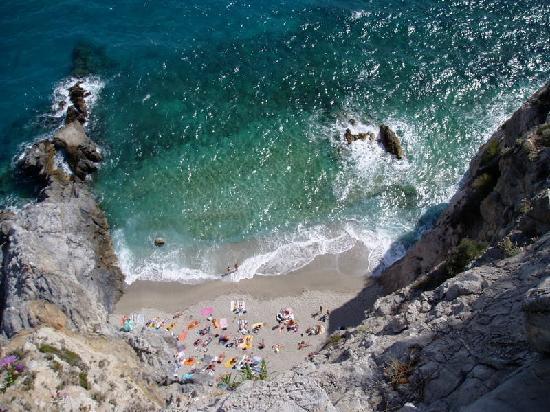 Вариготти, Италия: La Spiaggetta di fianco al molo
