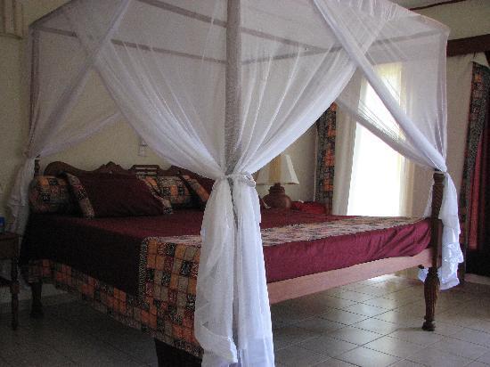 Crystal Bay Resort: La camera nel bungalow