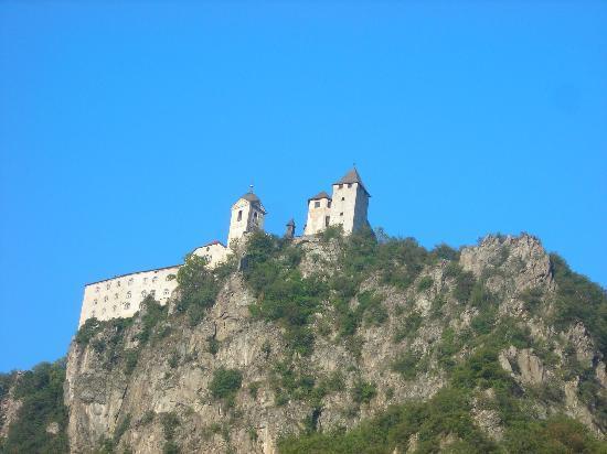 Chiusa, Italy: il monastero di sabiona - visto dal nostro albergo il Klostersepp
