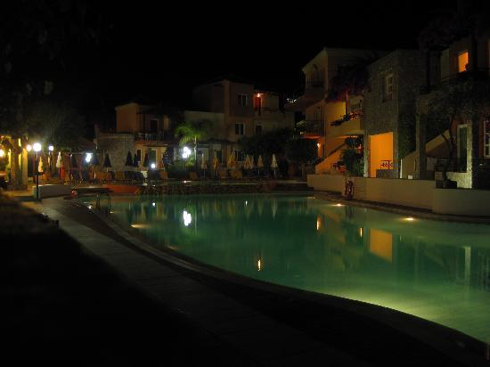 Hotel Stefan Village: main pool at night