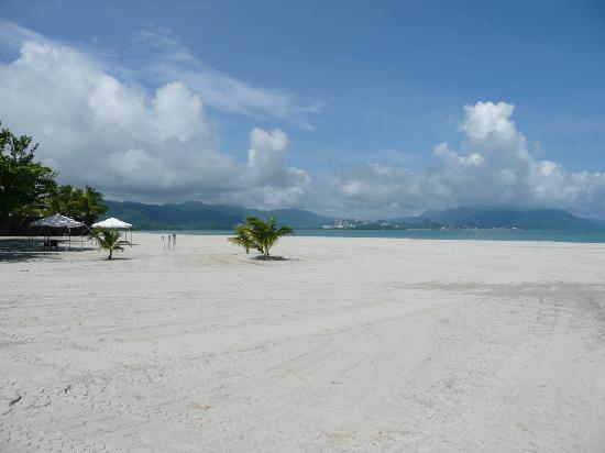 Four Seasons Resort Langkawi, Malaysia: Cement plant seen from the beach(in the middle)