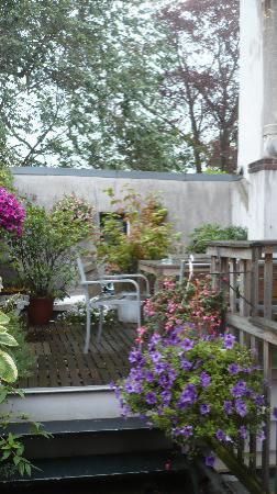 Maes B & B: Il balconcino raggiugibile dalla cucina