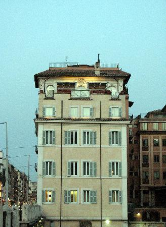 Luxury Manfredi Apartments : Hotel Gladiatori from the Colosseum