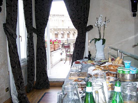Luxury Manfredi Apartments: Breakfast Room