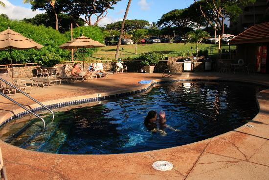 Kahana Villa Resort: Piscine, spa et BBQ