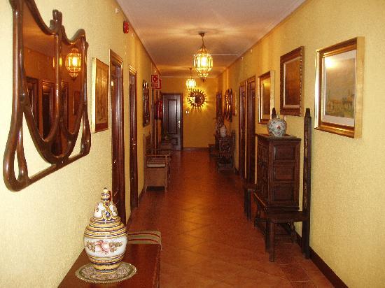 Hotel Restaurante Valentin: pasillo