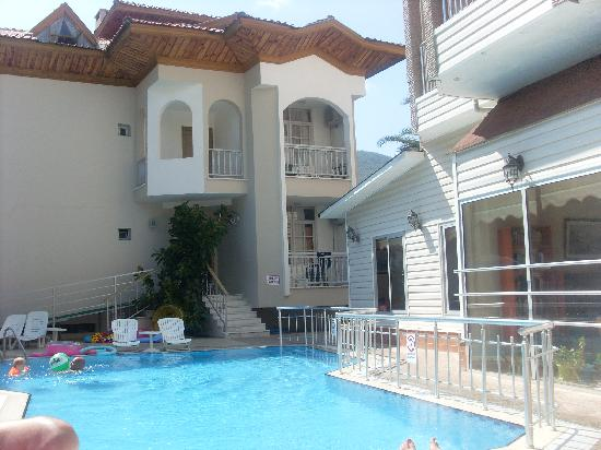 Ercanhan Hotel: the pool