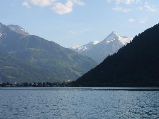 Pension Altenberger : View of surrounding mountains around the lake Zell am see