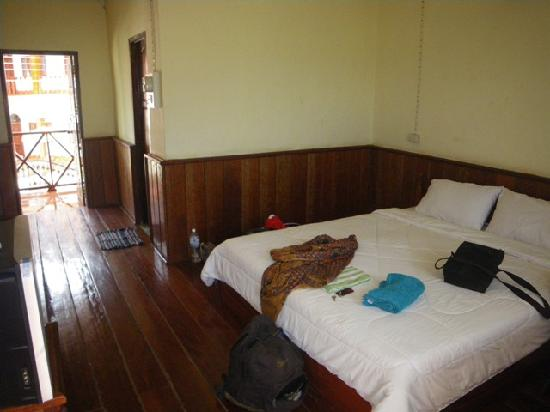 Mountain Riverview Guesthouse: The room looking out the front door and showing entrance to ensuite