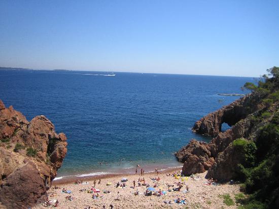 Θουλ Σιρ Μερ, Γαλλία: Scorcio di litorale di Theoule S/M visto dal Ponte de l'Aiguille