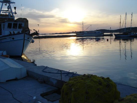 Pension Sofia : Paros Harbour with sunsets as beautiful as Santorini