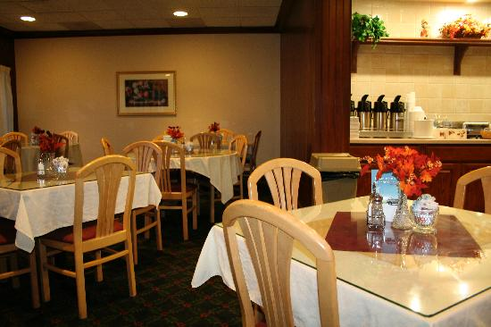 Quality Inn & Conference Center: breakfast area