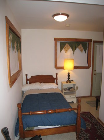 Little Orleans Lodge: bed 1