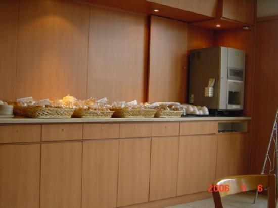 Simple Heart Hotel Osaka: 朝食会場。以前の写真です。