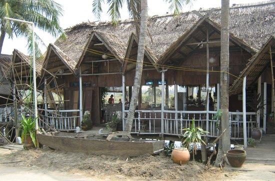 Son Hoian Restaurant : Robinson Crusoe's?