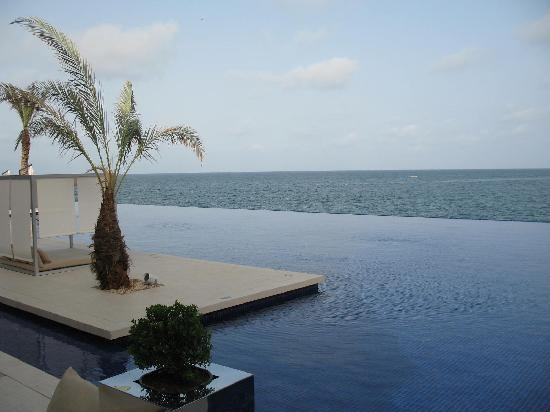 Radisson Blu Hotel, Dakar Sea Plaza: View from the pool