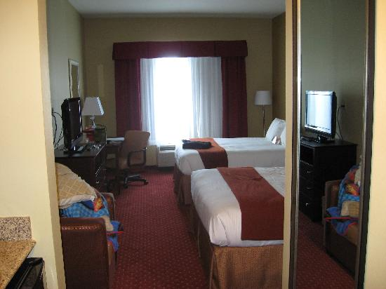 Holiday Inn Express Orlando - South Davenport : View of the room from the door