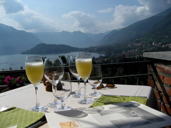 Al Veluu Ristorante & Suites : Bellini's on the patio with the view of Lake Como