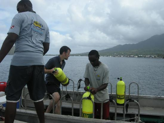 Cabrits Dive Centre: Loading the Dive Boat