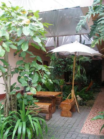 Jansom House: Courtyard again
