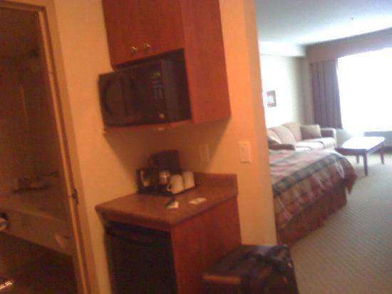 BEST WESTERN PLUS Meridian Hotel: Mini friedge and microwave