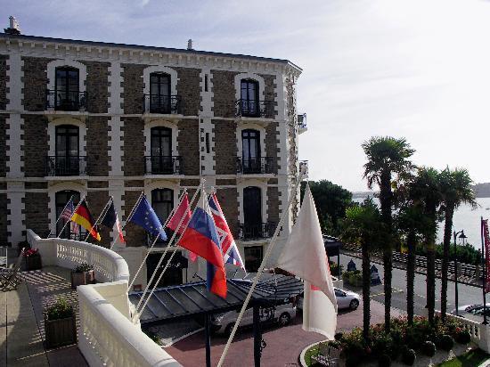 Hôtel Barrière Le Grand Hôtel: Vue de la terrasse 2
