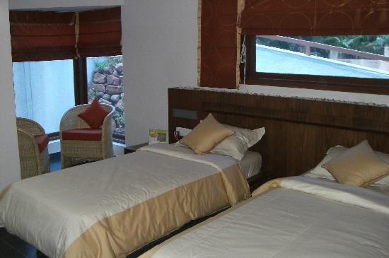OYO 2052 Hotel Compact Green View : spacious and well furnished room