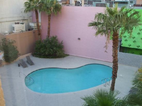 Best Western Plus Casino Royale: Pool