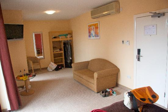 Antoinette Hotel Wimbledon: Hotel Room