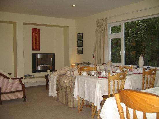 Landfall House Bed and Breakfast: Breakfast room