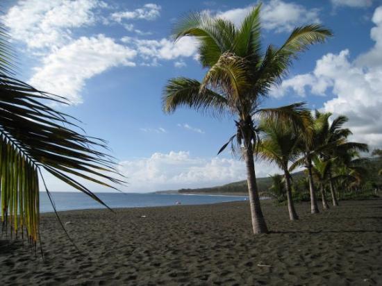 Saint-Gilles-Les-Bains, Reunion: Plage de sable noir (Etang-Salé)