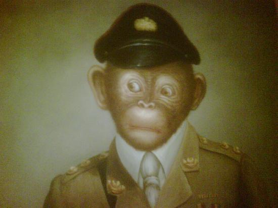 Best Western Hotel Strasbourg: Some rather strange pictures of monkeys adorned the walls