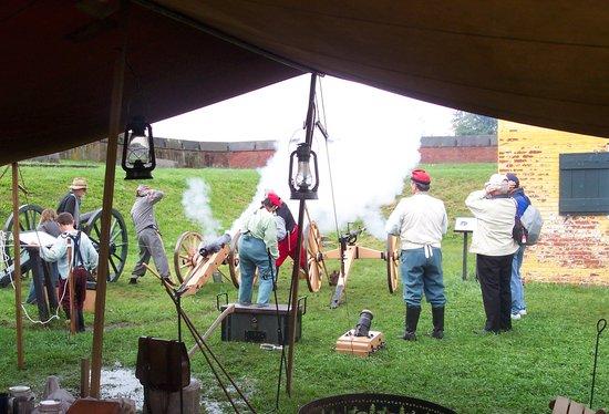 Fort Mifflin: Civil War artillery firing!
