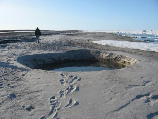 Clyde River, Canada: Cratère formé par la fonte des glace