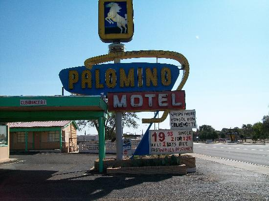 Palomino Motel: Here's the sign that draws you in
