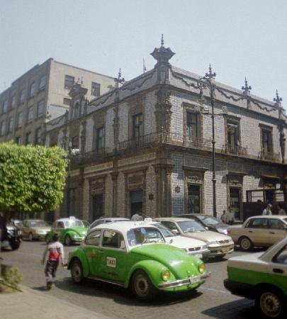 เม็กซิโกซิตี, เม็กซิโก: Typical shopping street, feel like Europe.