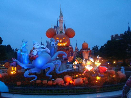 Tokyo Disneyland: Halloween Decorations