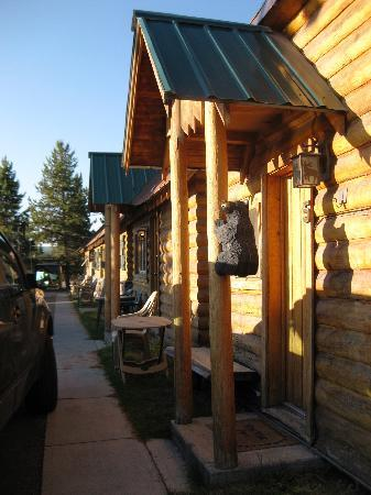Yellowstone Inn: Yellowstong in was cozy and charming