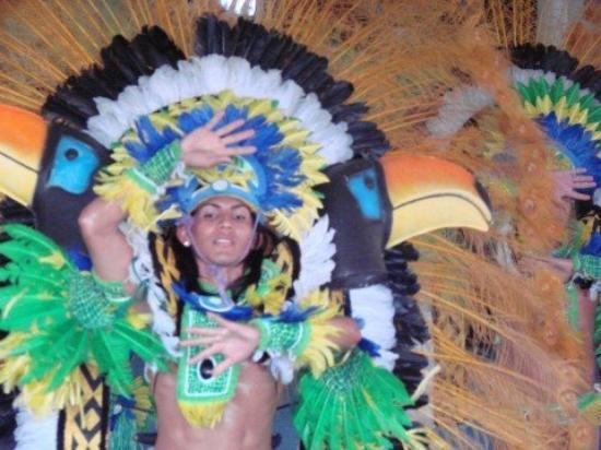 Parintins: Samba show